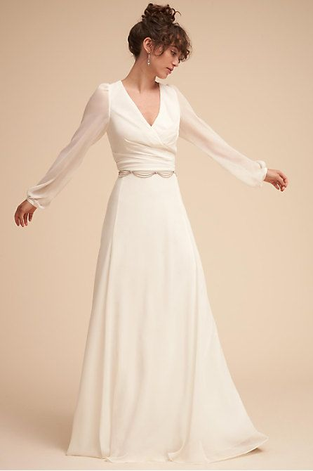 Fashion Long Sleeve Wedding Dress White Formal Gowns Unique Formal Gowns Wedding Traditional Dresses 2018 Long Satin Dress