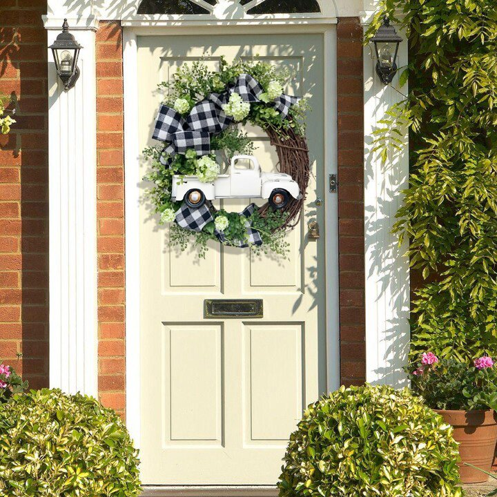 Summer farmhouse truck wreath - This is the latest way to welcome summer